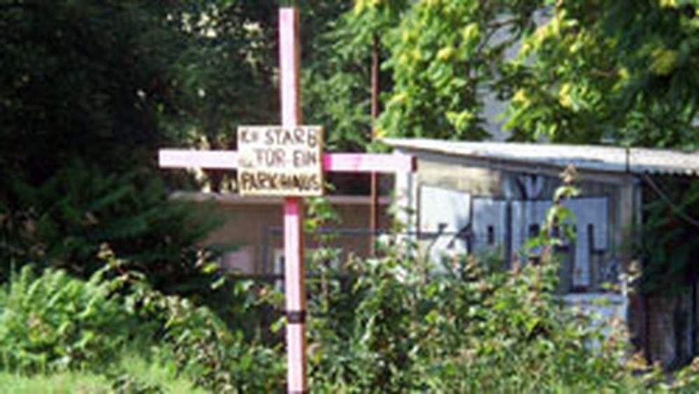 Holzkreuz auf der Brache Bautzner Straße
