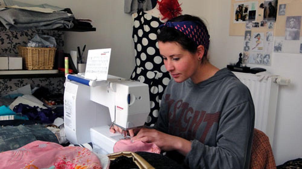 Chaos im Laden, genau an der Maschine: Ulrike Hanl