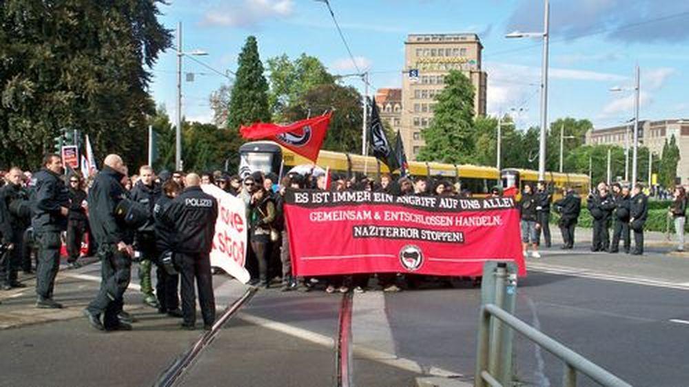 """Am Albertplatz startete die Demo """"Naziterror stoppen""""."""