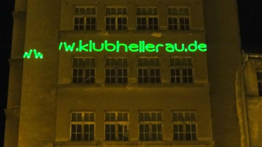 Leuchtreklame am DVB-Hochhaus.