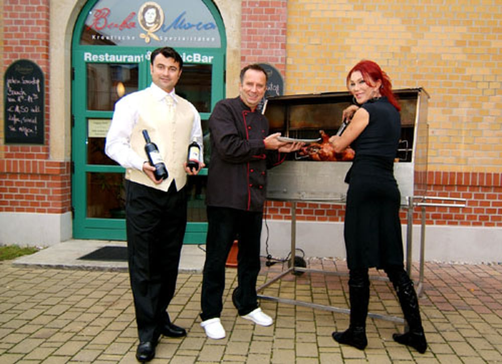 Zora Schwarz, Kchenchef Josip Kvesic und Restaurantleiter Florin Negoita (v.l.)