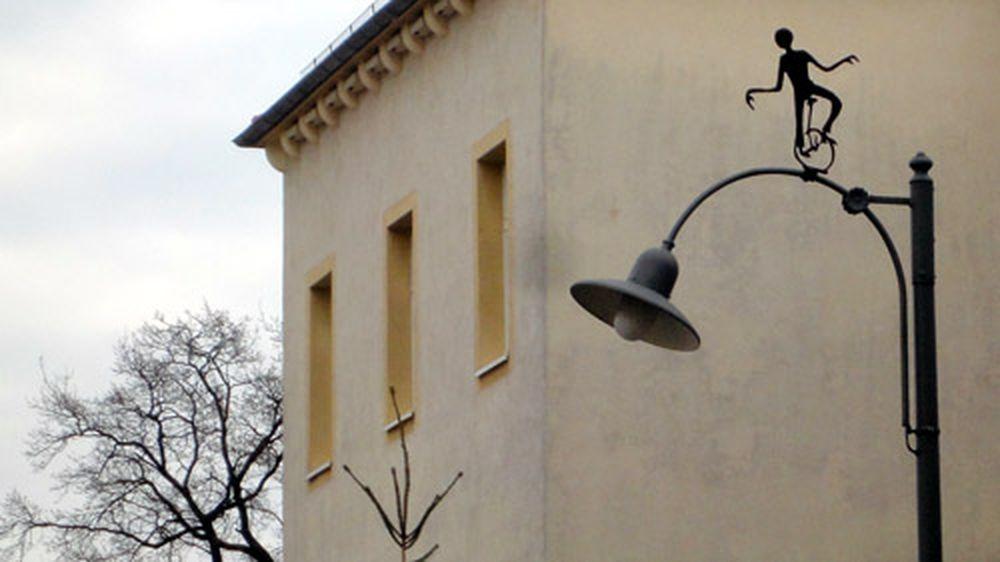 Wer kaspert denn da auf einer Lampe herum?