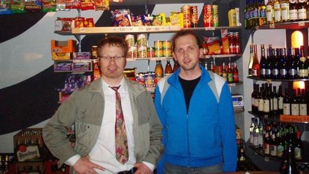 Israel und Mitarbeiter im Laden auf der Alaunstraße