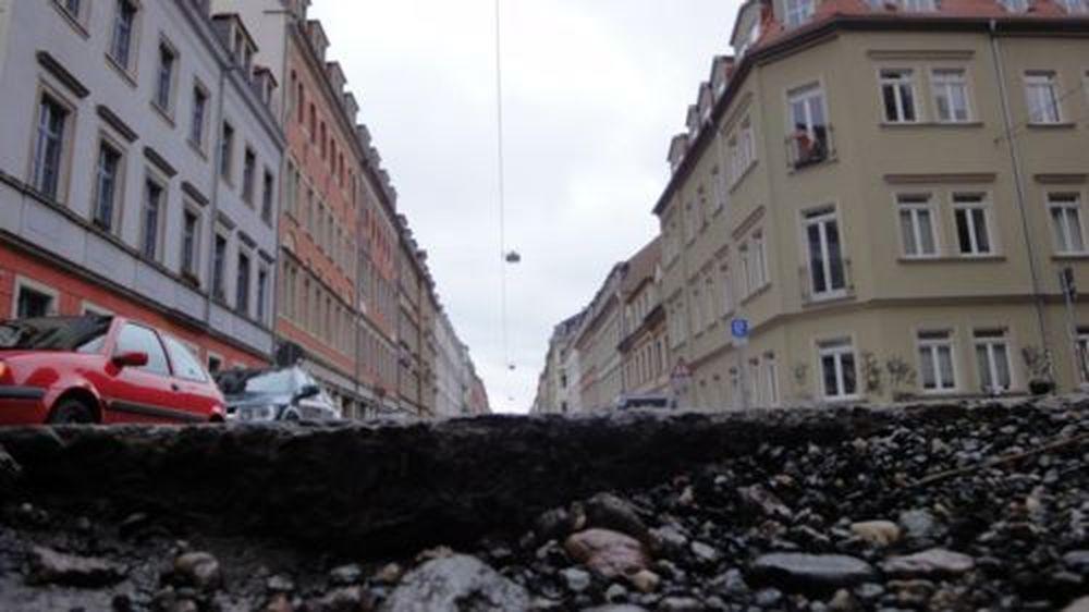 Eines der kleineren Schlaglöcher auf der Louisenstraße