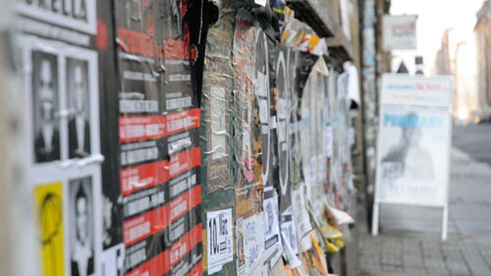 Plakatwerbung auf der Louisenstraße.