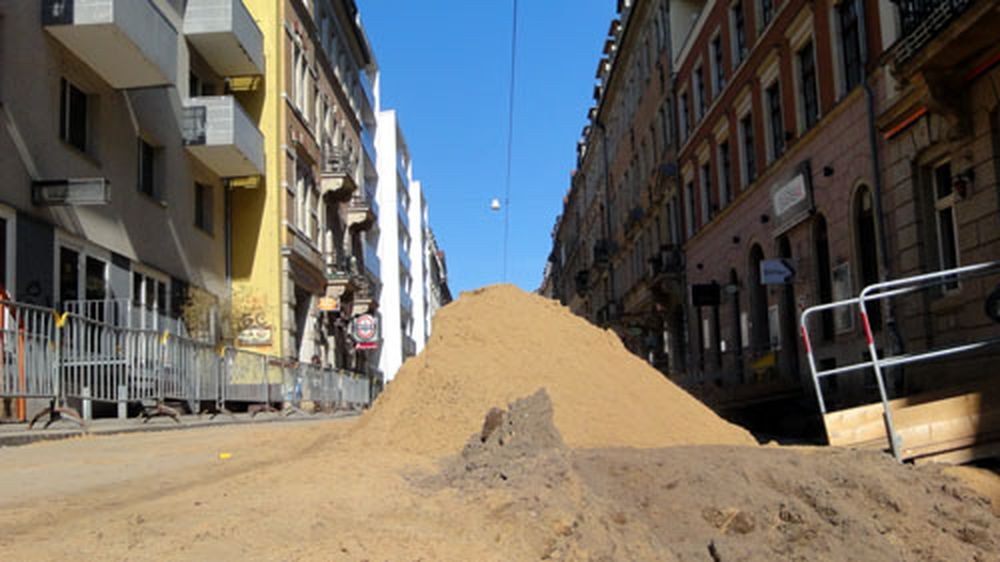 Straßenbauamt muss Sandberge versetzen.