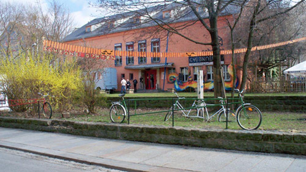 Fahrradzaun vor der Scheune zerstört