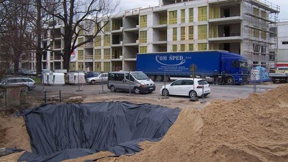 Sandberge künden vom Baubeginn