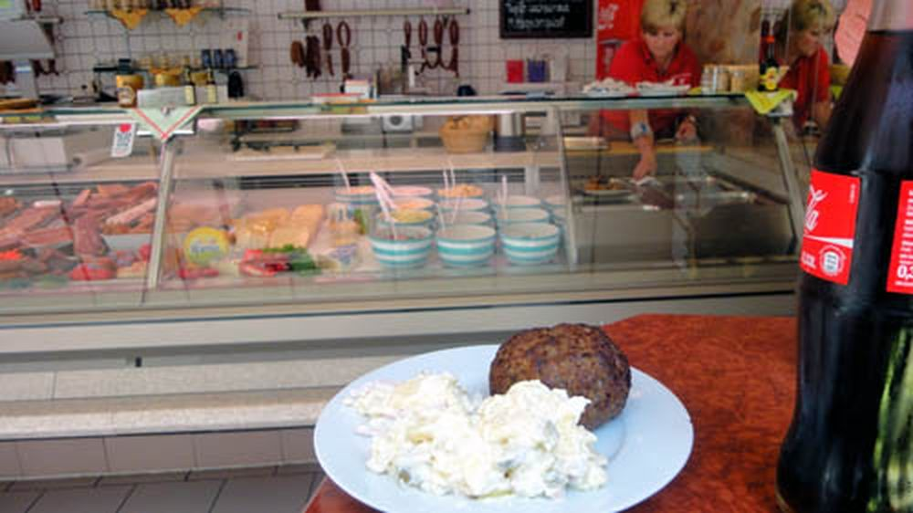 Bissfeste Boulette mit Kartoffelsalat