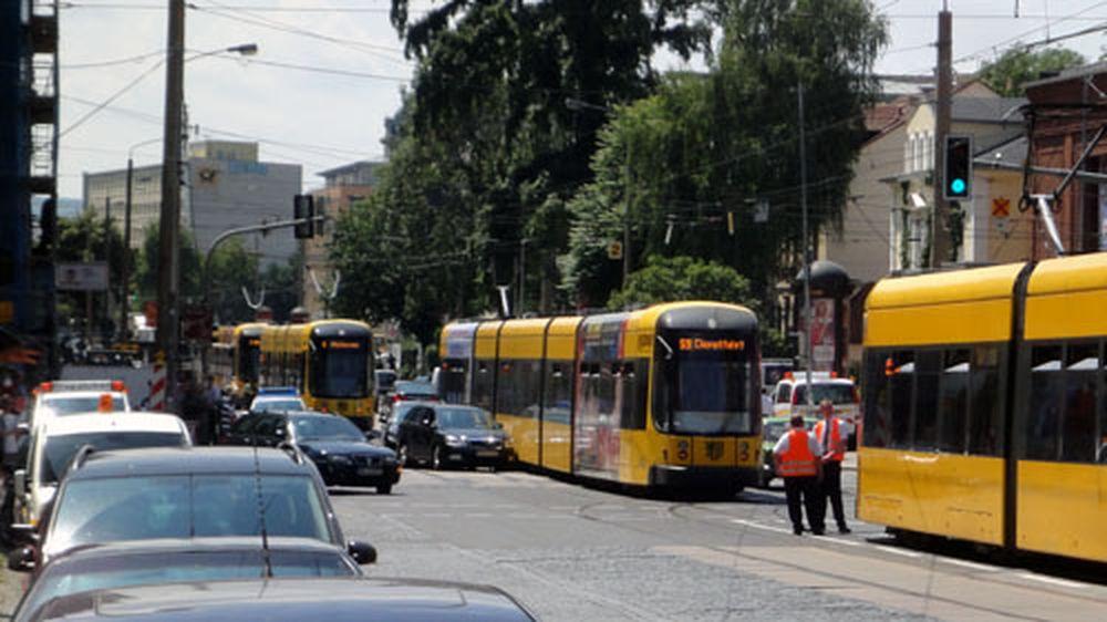 Škoda gegen Straßenbahn